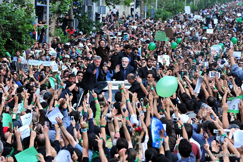 800px-6th_Day_-_Mousavi_inside_the_Crowd