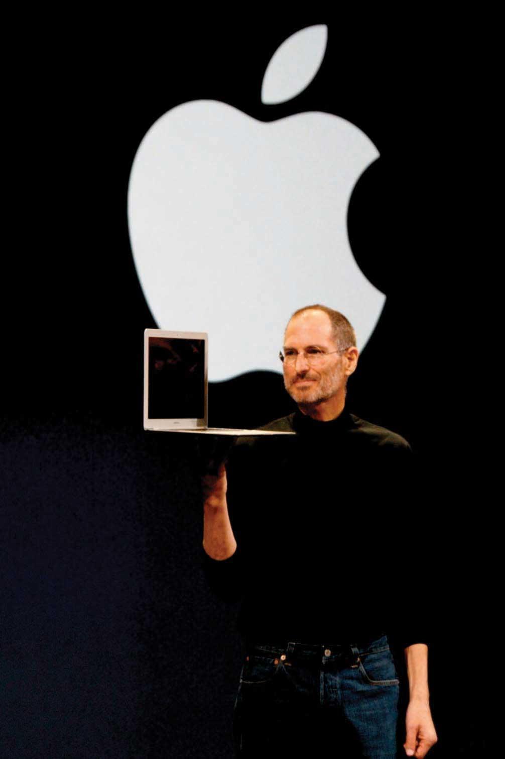 Steve Jobs presenting the Macbook Air